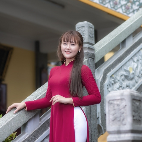 Chụp hình áo dài tết tại chùa Ông Đồng Nai
