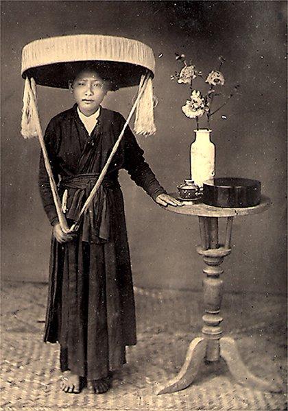 Hình ảnh người phụ nữ Việt Nam trong chiếc áo dài tứ thân