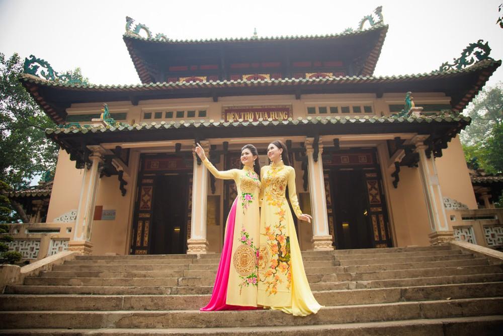 Hình áo dài của hoa khôi Hương Giang Thạch Thảo ở đền Vua Hùng - Thảo Cẩm Viên