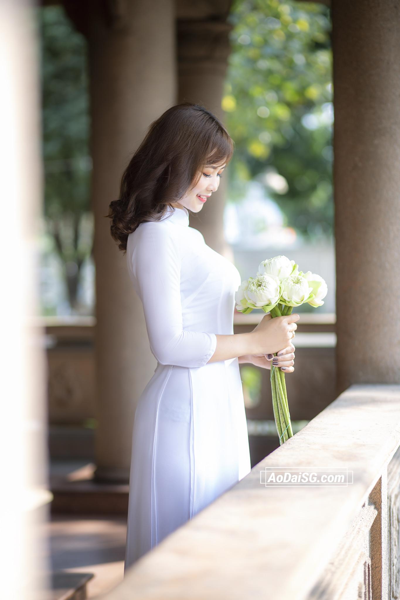 Ảnh áo dài trắng ở Thiền Viện Vạn Hạnh