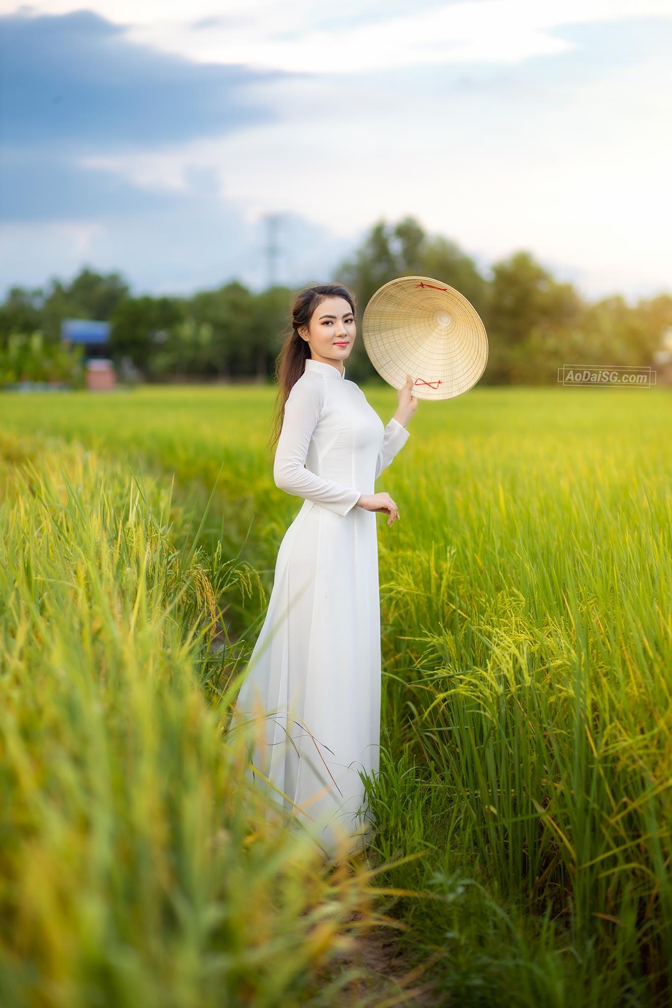 Chup Anh Ao Dai voi lua