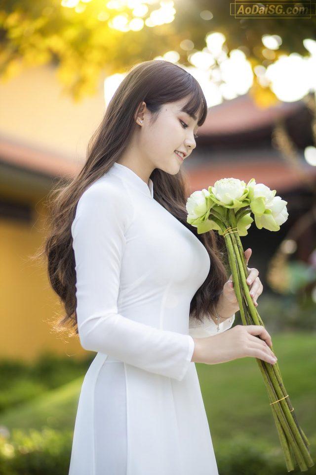 Anh Ao Dai cuc dep tai Tu Vien Vinh Nghiem Q12